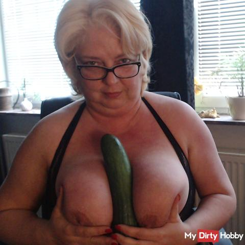 Here's a horny fuck video with cucumber