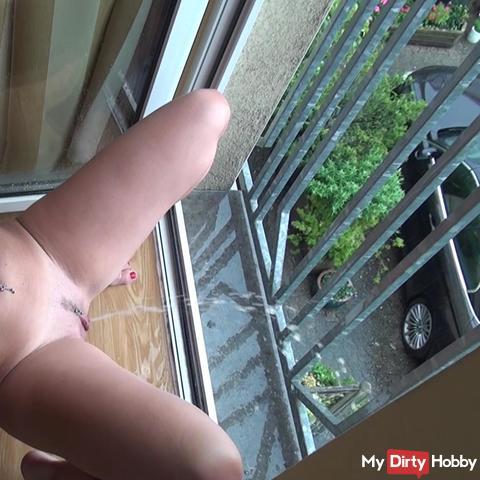 Dreist und Public - aus dem Fenster gepisst!