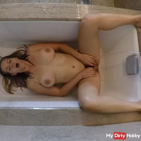 Cumming in the Tub at the Trump Hotel in Chicago!