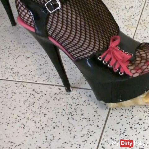 Bananas crushing in black high heels