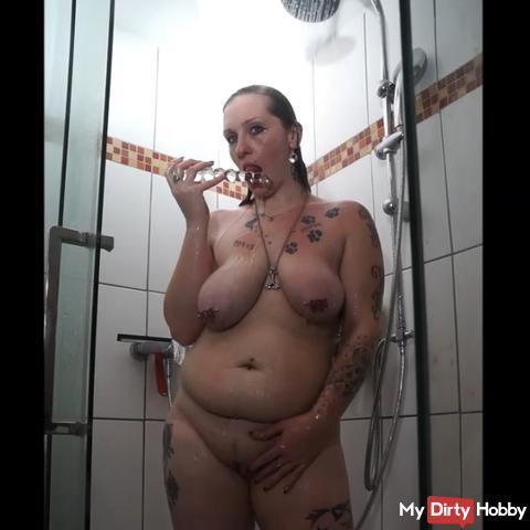 Unter der Dusche mit meinem Glasdildo