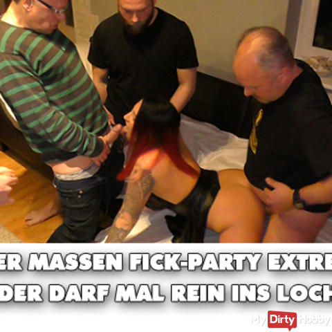 User mass fuck party extreme! Everybody is allowed into the hole!