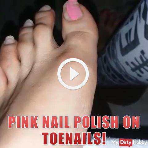 Rosafarbener Nagellack auf Fußnägel!