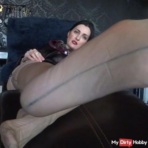 For small cock slaves: Smell intense at my sweaty and cheesy stockings feet