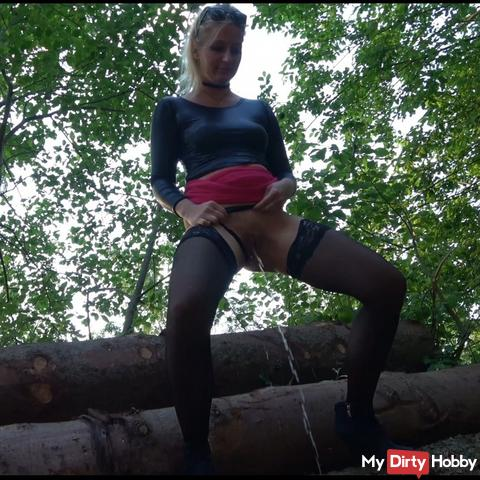 Tree trunk piss in stockings