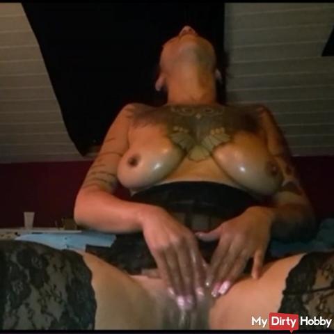 Oil my sexy tits