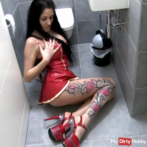 Once sperm unload for the latex bitch