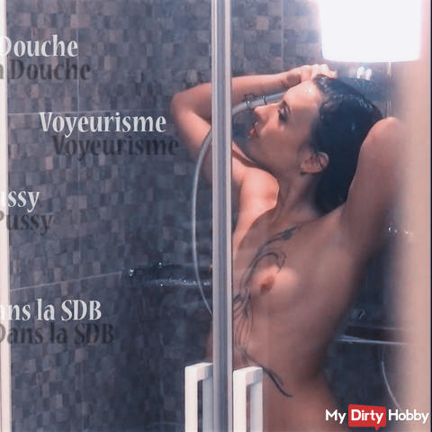 Voyeurism, when Amel is under its shower...