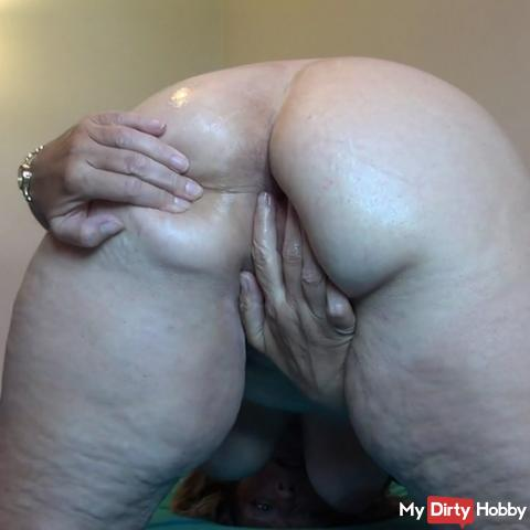 Granny fingering her sexy ass
