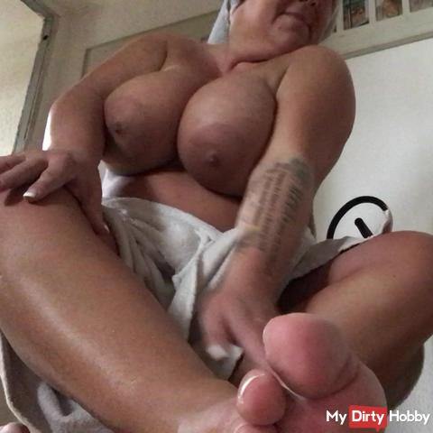 Lust body and feet, all totally for you !!