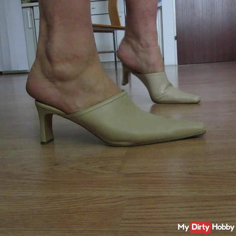 stalking: shoes and feet