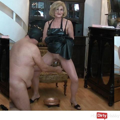 Vollgewichst on the rubber apron - Sauf Krug - NS foot bath - NS gag - with Mistress Syrkay