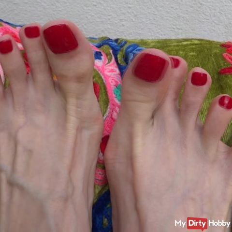 Relaxing feet toe fetish