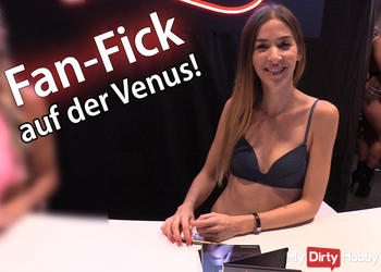 Fan-Fick auf dem Venus Klo!