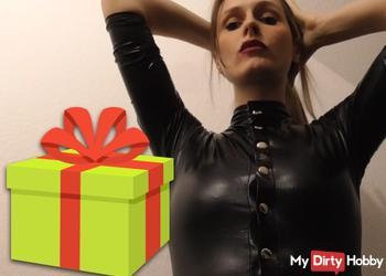 Ein Geschenk für dich Sklave!