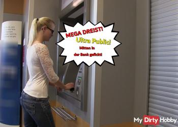 Heftig! Ultra public! Mitten in der Bank gefickt!