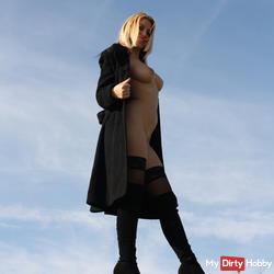 Je m'exhib nue sous mon manteau
