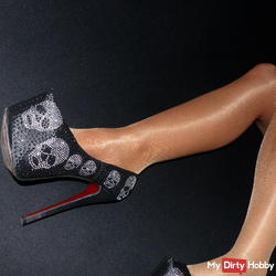 in Nylons / High Heels / Satin Bluse & Lederjack
