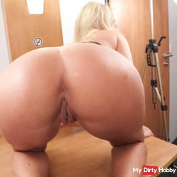 Blondie with gro�en tits at the casting