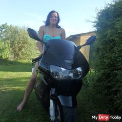 Horny Pics on the bike and in the garden :)