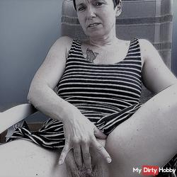 SQUIRTING ON THE BALCONY !!!