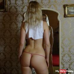 Blondehexe - Sexy Posing am Spiegel