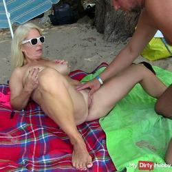 Notgeil: Spontaneously fucked on the beach!