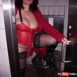 Rastplatzklo whore in black and red leather outfit!