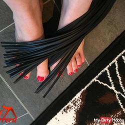 Decora feet thy mistress