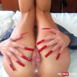 Creampie am Morgen mit long red nails