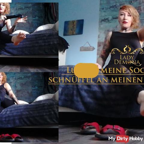 lut**h meine Socken aus, schnüffel an meinen Schlappen!  | by Lady_Demona