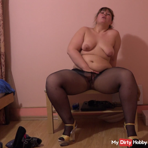 I like to wear shoes and masturbate nylon pantyhose