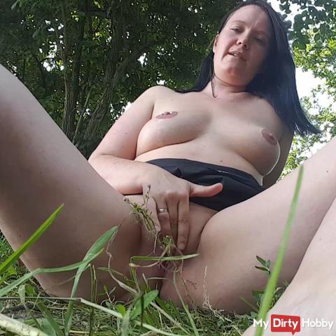 Outdoor SB in a meadow