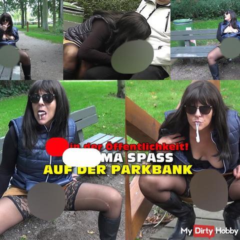 Spontaner sper*a Spaß auf der Parkpank