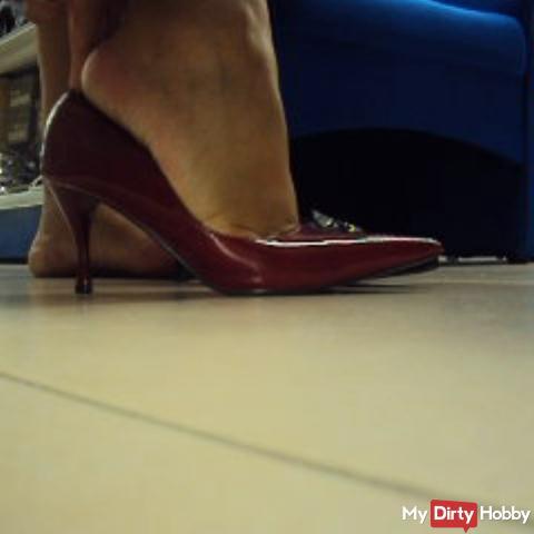 Heimlich im Schuhgeschäft
