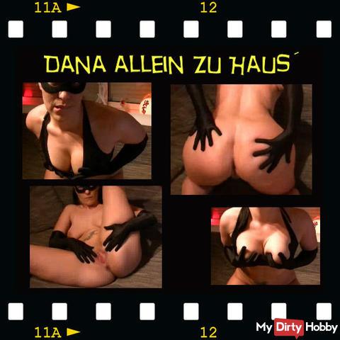 Dana allein´ zu Haus´
