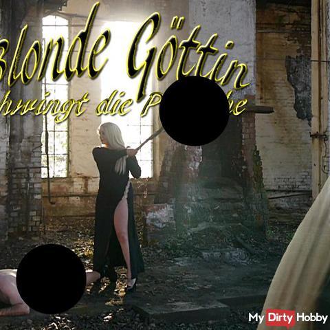 Blonde Göttin schwingt die peit**he