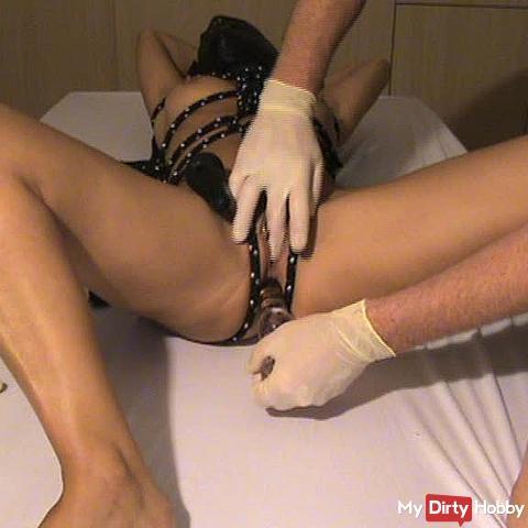 Queen - Intimate examination