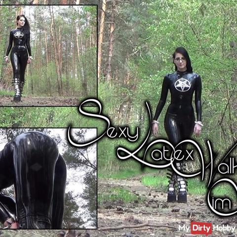 s*xy Latex-Walk im Wald - Outdoor Walking