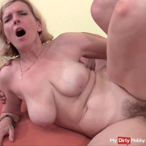 Altere Frau hart durchgefickt