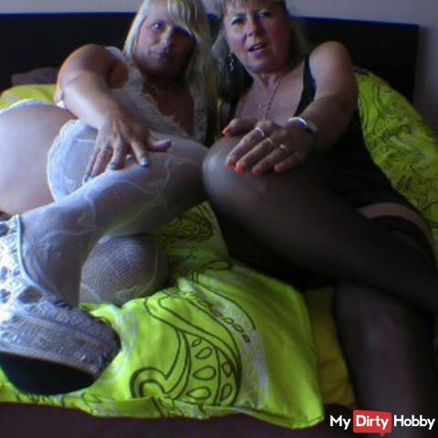 The horny Wichsanleitung! 2 horny girls wank just for you!