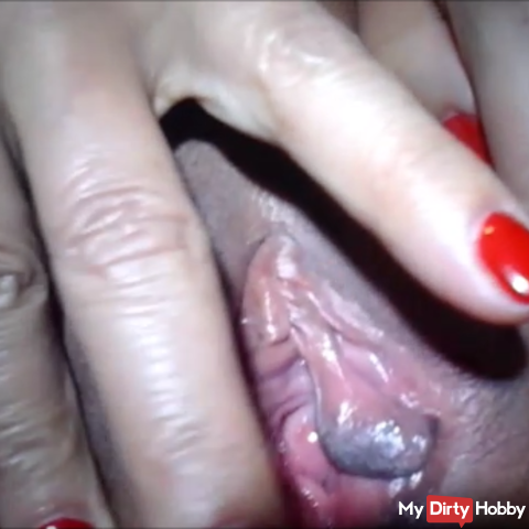 showing my beautyfull pussy