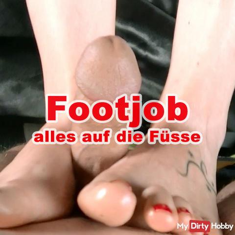 Footjob with Öl..alles on the feet