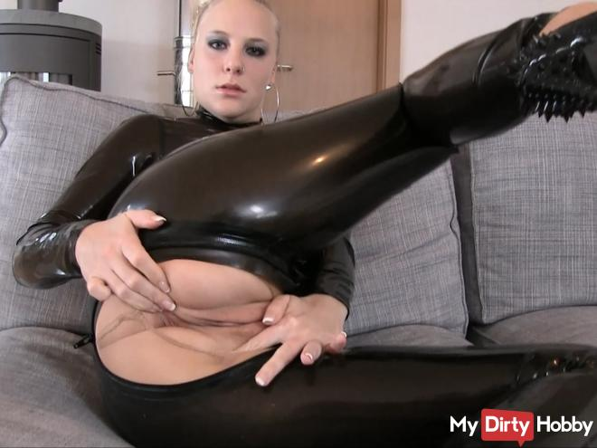 SLAVE - Lick your mistress LATEX clean!