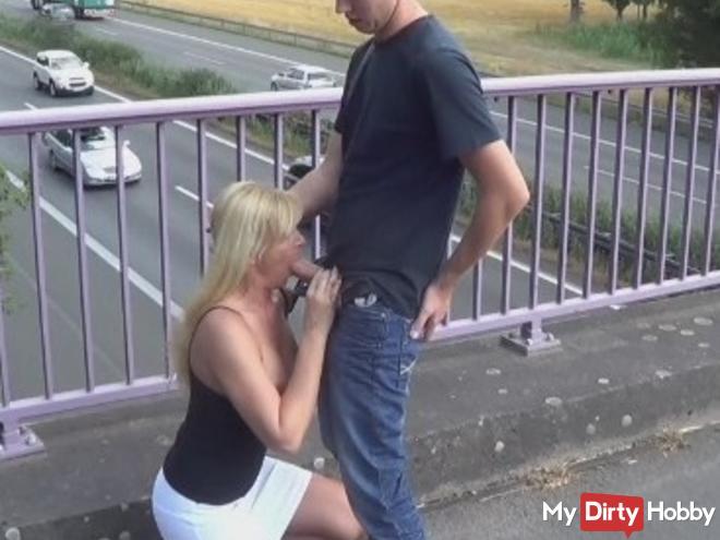 Publik at the highway bridge