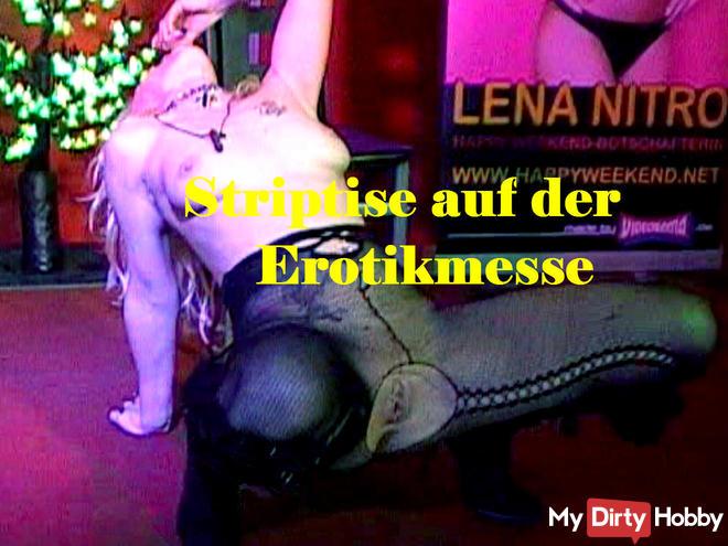 Stripteas auf der Erotikmesse