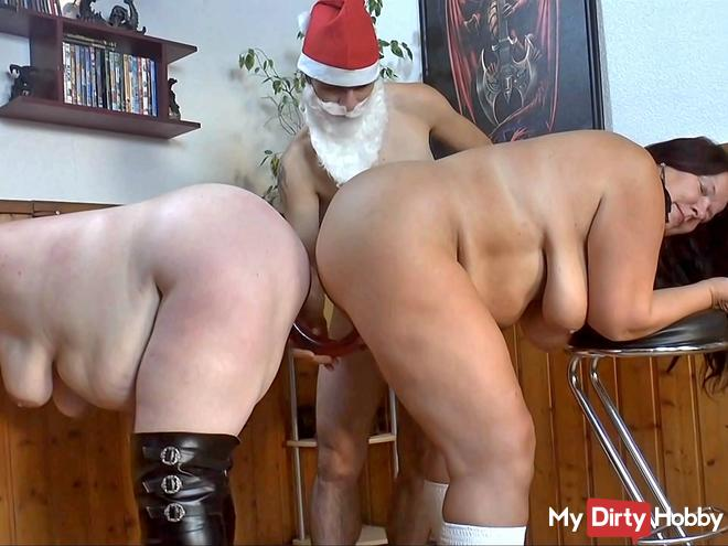 Christmas surprise 12 -double-dildo in the pussies