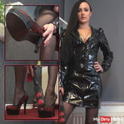 Your Domina in new paint Dress!