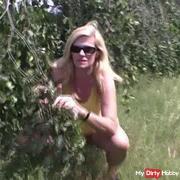 butt strangers bush peed