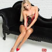 Blonde-Mieze